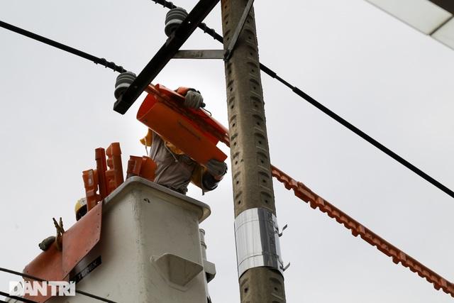 Hiểm nguy nghề sửa chữa đường dây 22kV khi đang có điện - 6
