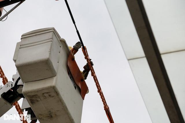 Hiểm nguy nghề sửa chữa đường dây 22kV khi đang có điện - 7