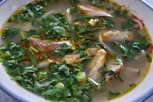 Quán bánh canh cá lóc vùng ven Đà Nẵng, mỗi sáng bán 350 tô - 3