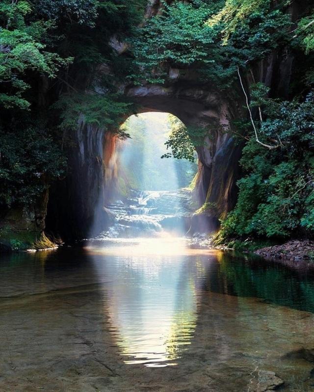 Khám phá hang động tạo ra hình trái tim đẹp như tranh ở Nhật Bản - 1
