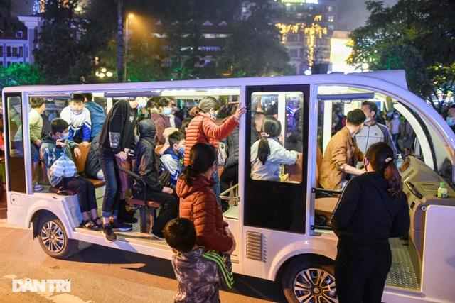 Sa Pa đông nghẹt khách du lịch lúc nửa đêm, nhiều tuyến đường ùn tắc - 10