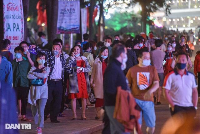 Sa Pa đông nghẹt khách du lịch lúc nửa đêm, nhiều tuyến đường ùn tắc - 4