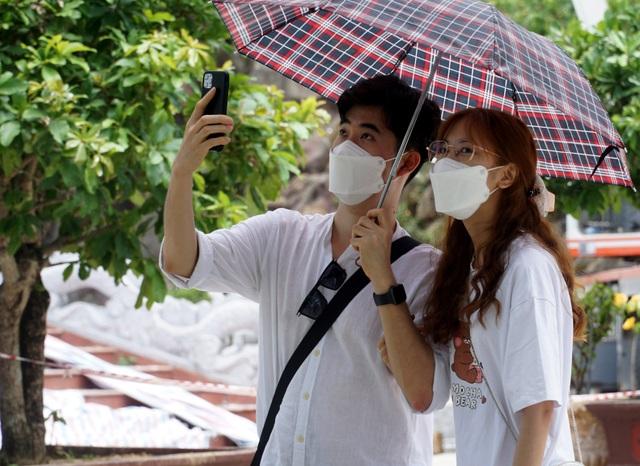 Nghỉ lễ ở Đà Nẵng, du khách cẩn thận phòng dịch Covid-19 - 3