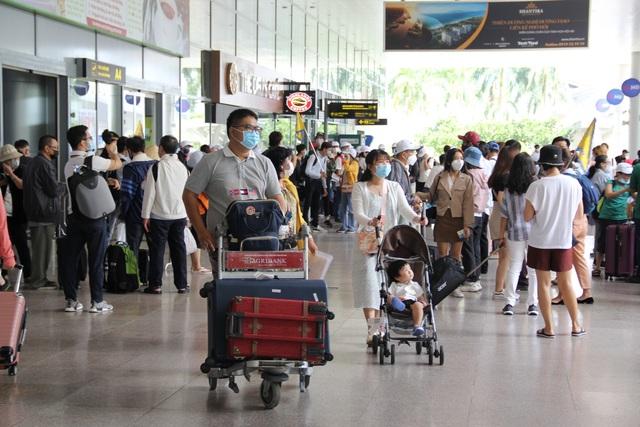 Nghỉ lễ ở Đà Nẵng, du khách cẩn thận phòng dịch Covid-19 - 1