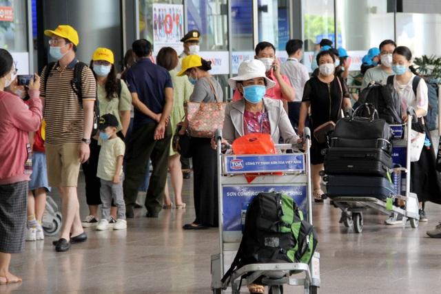 Nghỉ lễ ở Đà Nẵng, du khách cẩn thận phòng dịch Covid-19 - 2
