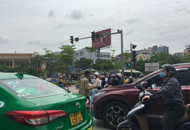 Cái bang kiếm ăn ở Hà Nội: Liệu lòng tốt có được đặt đúng chỗ? - 3