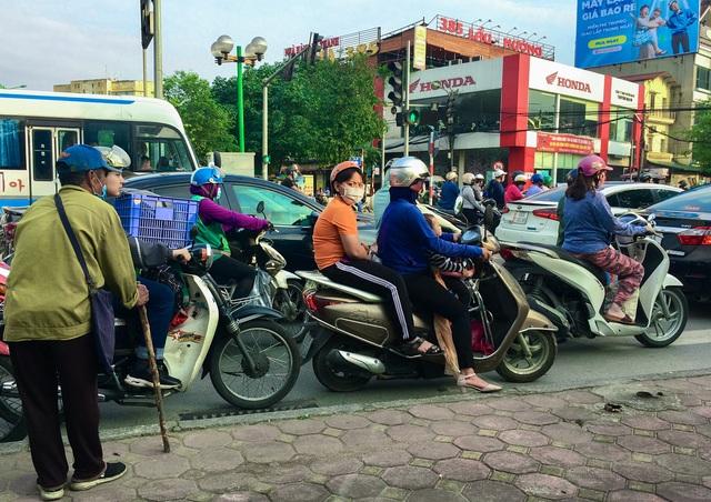 Cái bang kiếm ăn ở Hà Nội: Liệu lòng tốt có được đặt đúng chỗ? - 6
