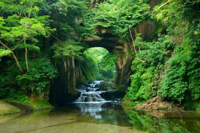 Khám phá hang động tạo ra hình trái tim đẹp như tranh ở Nhật Bản - 4