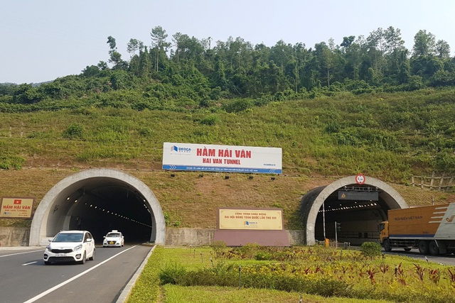 Tỉnh Thừa Thiên Huế kiến nghị lùi tăng phí qua hầm Hải Vân tới ngày 1/6 - 1