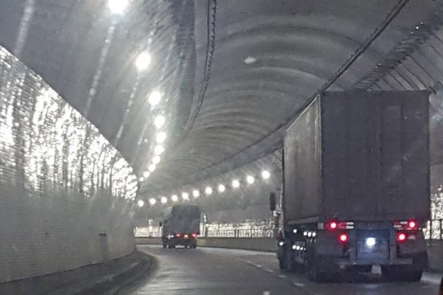 Tỉnh Thừa Thiên Huế kiến nghị lùi tăng phí qua hầm Hải Vân tới ngày 1/6 - 3