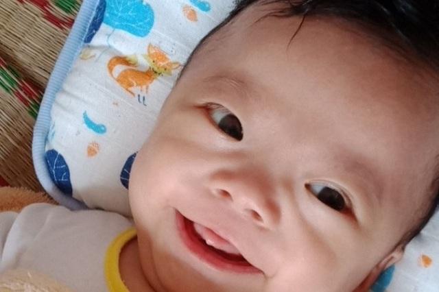 Nhói lòng cảnh bé trai 4 tháng tuổi mang trong mình căn bệnh quái ác - 4