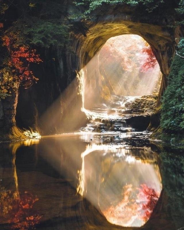 Khám phá hang động tạo ra hình trái tim đẹp như tranh ở Nhật Bản - 3