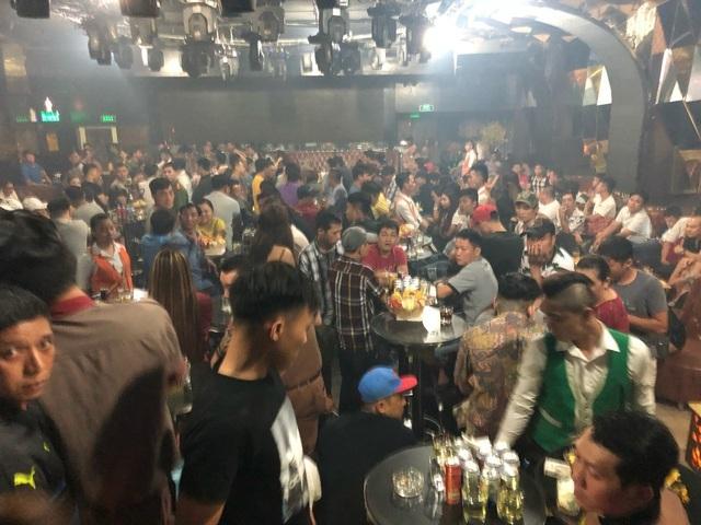 18h hôm nay (30/4), TPHCM đóng cửa karaoke, quán bar và vũ trường - 1