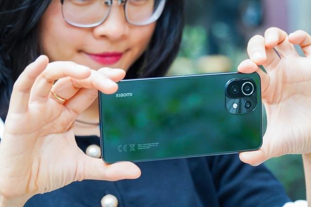 Đánh giá Xiaomi Mi 11 Lite: thiết kế mỏng nhẹ, hiệu năng đủ dùng - 7