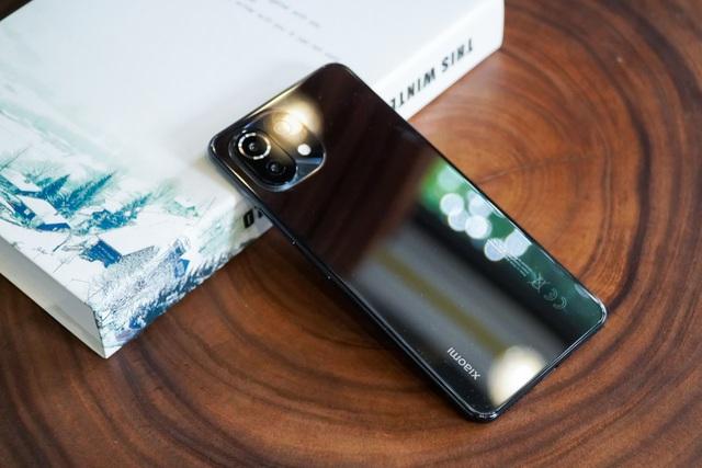 Đánh giá Xiaomi Mi 11 Lite: thiết kế mỏng nhẹ, hiệu năng đủ dùng - 9