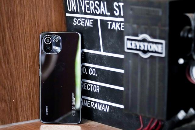 Đánh giá Xiaomi Mi 11 Lite: thiết kế mỏng nhẹ, hiệu năng đủ dùng - 1
