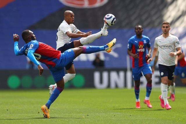 Crystal Palace 0-2 Man City: Chạm tay vào cúp bạc, nín thở chờ Man Utd - 8