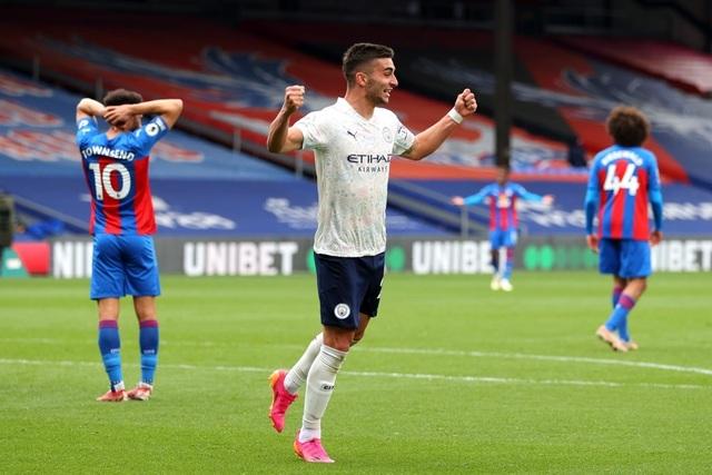 Crystal Palace 0-2 Man City: Chạm tay vào cúp bạc, nín thở chờ Man Utd - 3