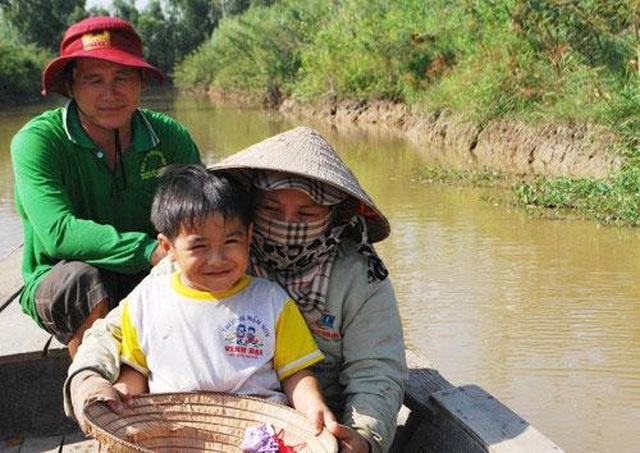 Em bé nổi tiếng trong Cánh đồng hoang trở thành tỷ phú nông dân - 4