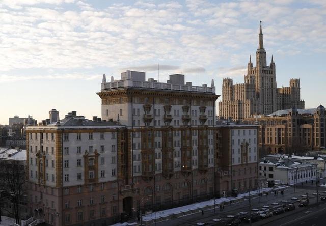 Mỹ tung đòn thị thực với Nga, Moscow trừng phạt quan chức EU - 1