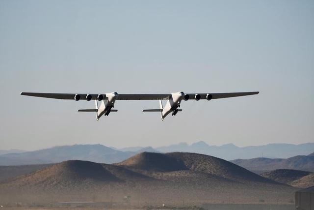 Máy bay lớn nhất thế giới trở lại bầu trời sau 2 năm ở ẩn - 1