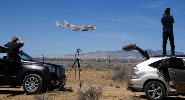 Máy bay lớn nhất thế giới trở lại bầu trời sau 2 năm ở ẩn - 2