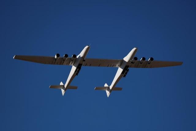 Máy bay lớn nhất thế giới trở lại bầu trời sau 2 năm ở ẩn - 4