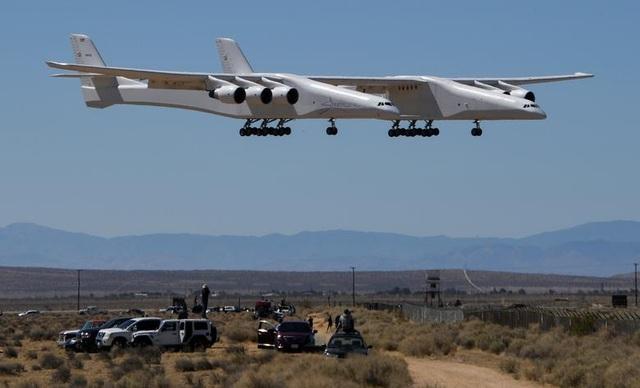 Máy bay lớn nhất thế giới trở lại bầu trời sau 2 năm ở ẩn - 5