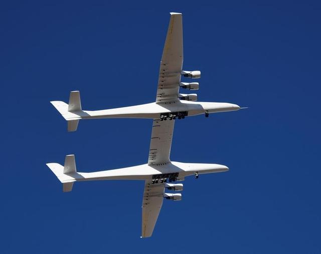 Máy bay lớn nhất thế giới trở lại bầu trời sau 2 năm ở ẩn - 7