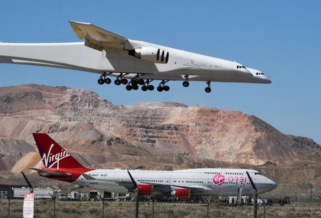 Máy bay lớn nhất thế giới trở lại bầu trời sau 2 năm ở ẩn - 8