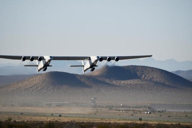 Máy bay lớn nhất thế giới trở lại bầu trời sau 2 năm ở ẩn - 9