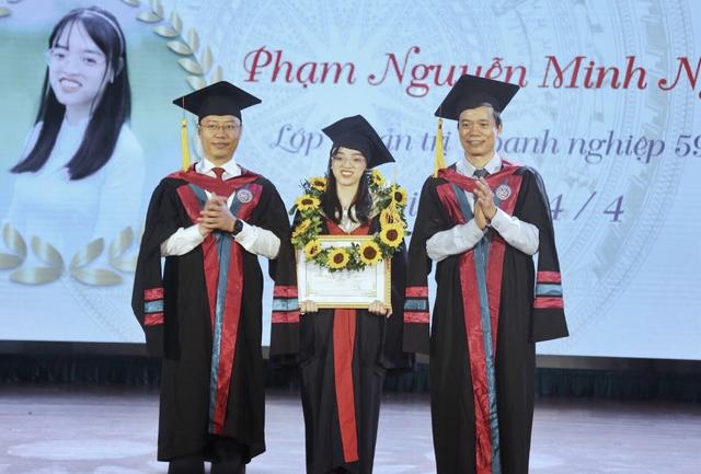 Nữ thủ khoa Đại học Kinh Tế Quốc Dân bật mí cách học hiệu quả - 1