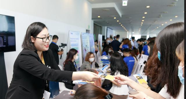Mức lương, việc làm phụ thuộc vào ngoại ngữ và kỹ năng mềm của sinh viên - 2