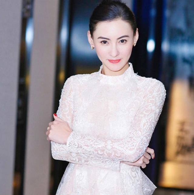 Sau nhiều năm lẻ bóng, Trương Bá Chi ngầm thừa nhận đã tái hôn - 1