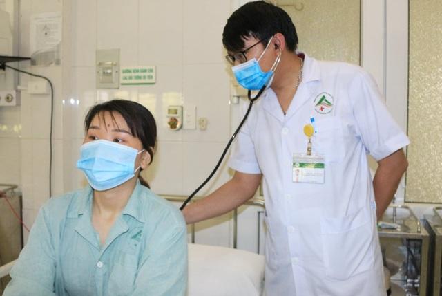Lào Cai: Ăn sâu cọ bị ngộ độc phải vào viện cấp cứu - 1
