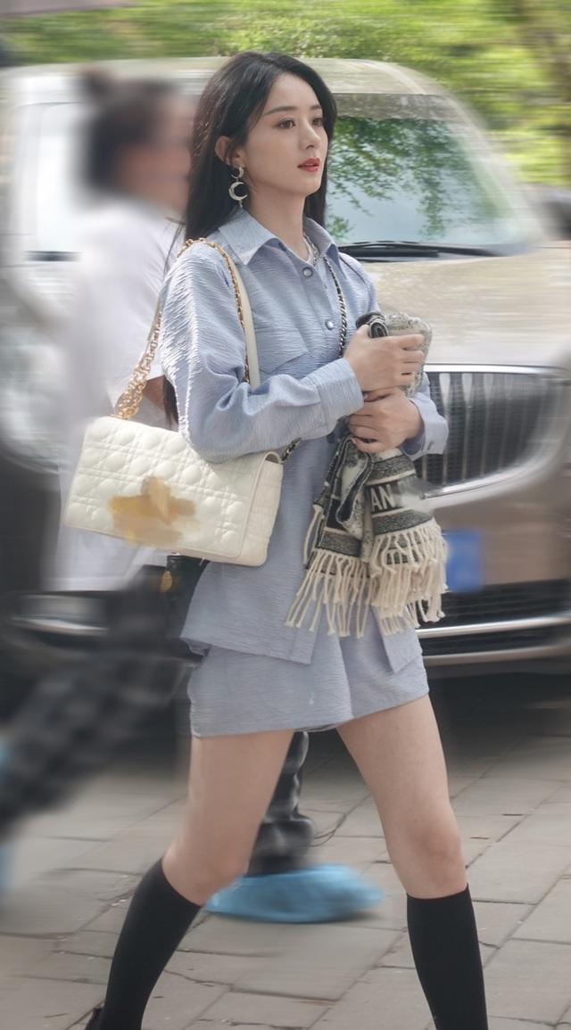 Triệu Lệ Dĩnh tái xuất xinh đẹp sau thông báo ly hôn gây sốc - 3