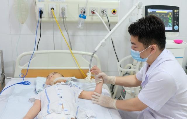 Người cha bươn chải quặn lòng độc thoại cùng con gái bốn năm ở bệnh viện - 2
