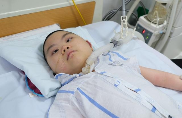 Người cha bươn chải quặn lòng độc thoại cùng con gái bốn năm ở bệnh viện - 1