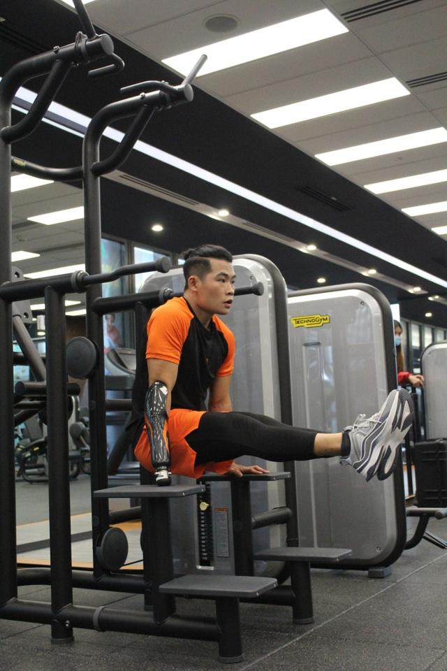 Chàng trai 9X khuyết tay lột xác thành HLV gym - 3