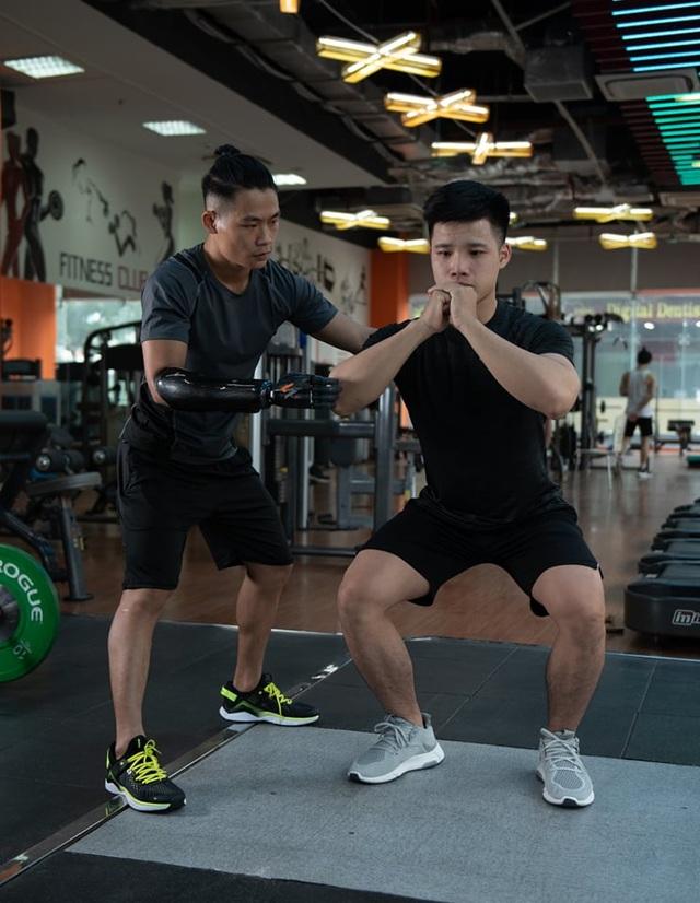 Chàng trai 9X khuyết tay lột xác thành HLV gym - 6
