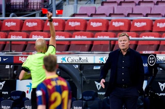 Thua sốc, Barcelona còn hứng chịu đòn trừng phạt nặng nề - 1