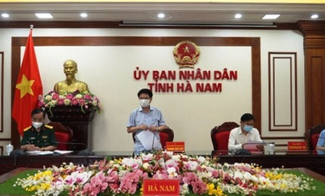 Hà Nam: Tạm thời không để công nhân từ nơi có dịch trở lại làm việc - 1