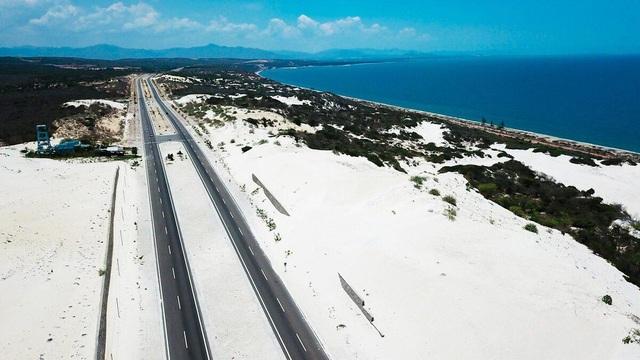 Khám phá 2 đồi cát đẹp như tranh, đứng góc nào cũng có ảnh đẹp - 1
