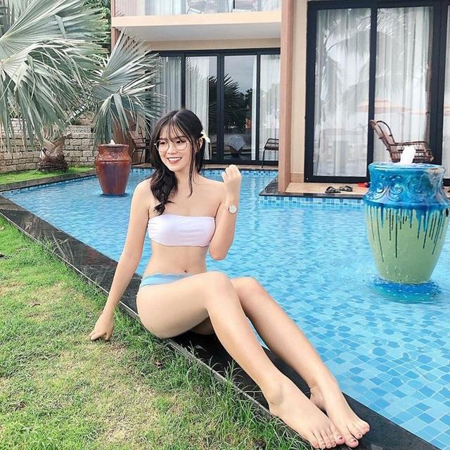 Hội gái xinh yêu cầu thủ Việt khoe dáng nóng bỏng với bikini - 11