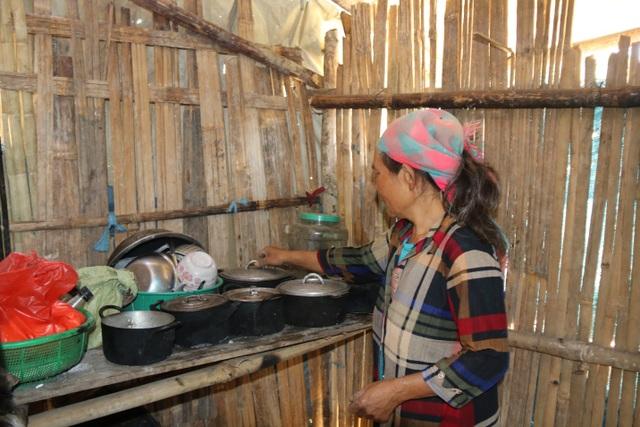 Hai bà cháu ăn cơm trắng chan nước lã, nhường cơm sẻ áo với học sinh nghèo - 3
