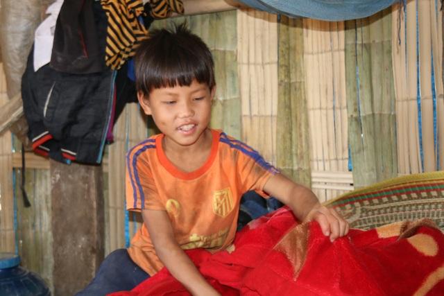 Hai bà cháu ăn cơm trắng chan nước lã, nhường cơm sẻ áo với học sinh nghèo - 5