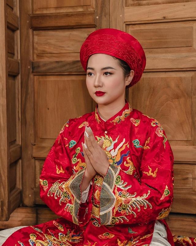 Hoa khôi Đại học FPT hóa cô đồng xinh đẹp - 1