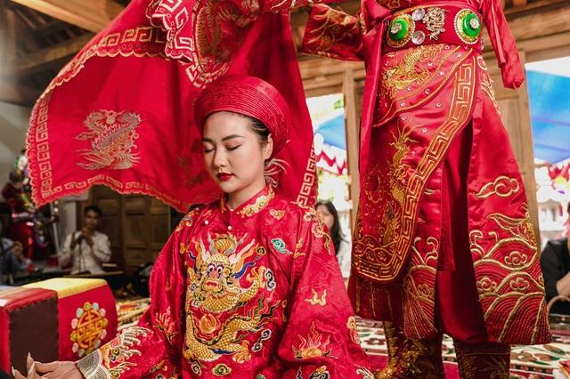 Hoa khôi Đại học FPT hóa cô đồng xinh đẹp - 5