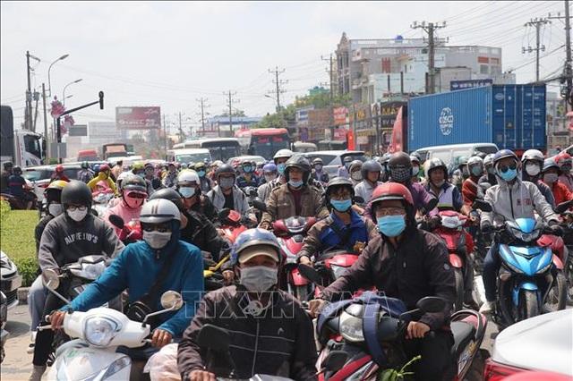Ngày đầu nghỉ lễ, 13 người chết vì tai nạn giao thông - 1