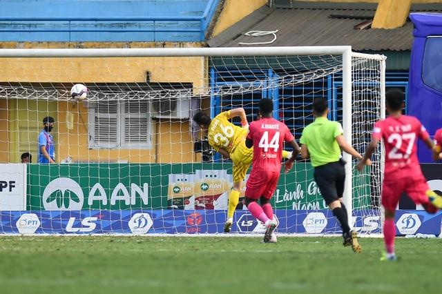 Quang Hải tịt ngòi, CLB Hà Nội vẫn thắng dễ Sài Gòn FC - 2